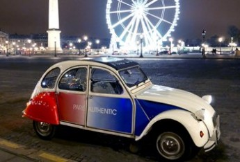 2CV Citroën cocorico on the Place de la Concorde