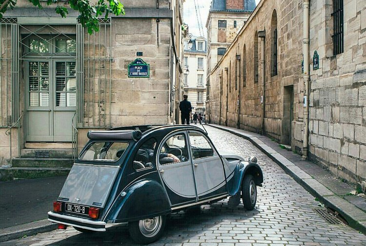 2CV Citroën with driver in the old districts