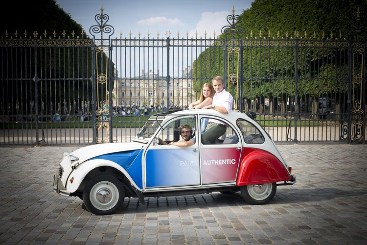 2CV with driver in front of the Luxembourg Garden