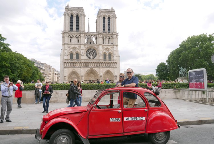 2CV red on a walk in front of Notre Dame de Paris