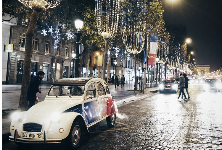 2CV parked on the Champs Elysées