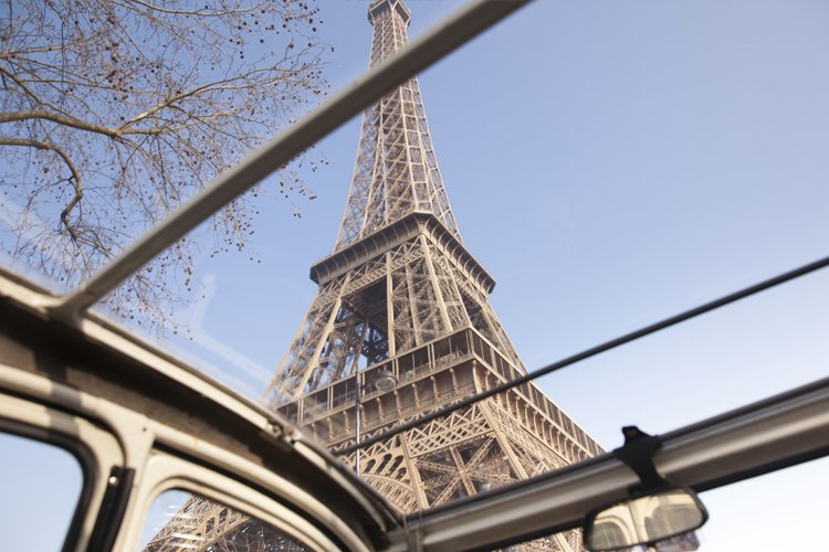 2CV under the Eiffel Tower by day